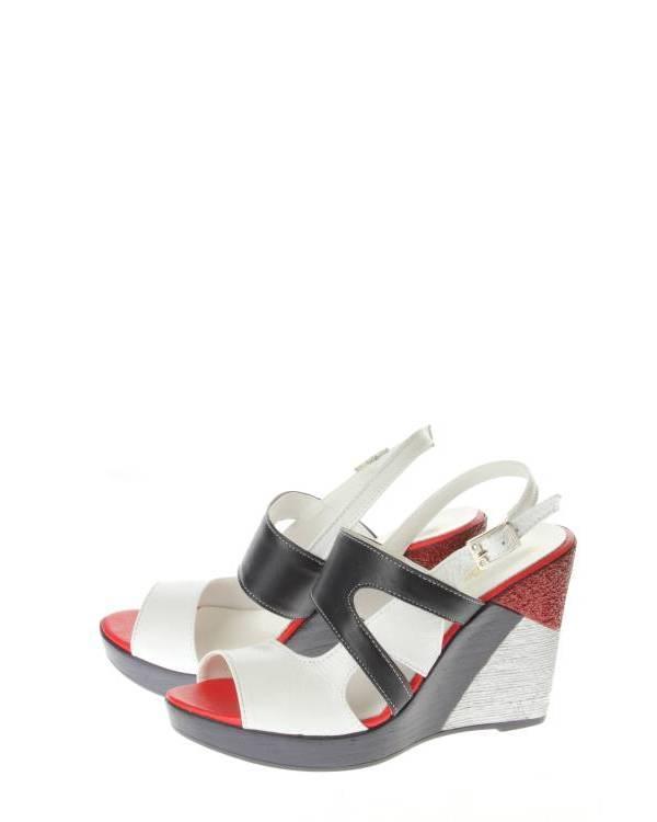Обувь Estello - EstelloОригинальные туфли торговой марки Estello. Изготовлена модель в Турции - стране, издревле славившейся своим кожевенным и обувным производством. Разработана модель в соответствии с пожеланиями наших покупателей - она имеет удобную колодку, мягкую эргономическую стельку и стильный облик. Сочетание красного, синего и белого цветов задают морскую тему в образе босоножек. А значит, эти туфли будут прекрасно смотреться во время ваших прогулок по морским набережным или просто придадут легкое настроение отпуска даже в обычные будни в городе!<br><br>Пол: Женская Обувь<br>Тип обуви: Туфли Открытые<br>Сезон: Летняя Обувь<br>Тип каблука: Танкетка<br>Предназначение обуви: Повседневная Обувь<br>Цвет: Синий<br>Материал: Натуральная Кожа<br>Материал подклада: Искусственная Кожа